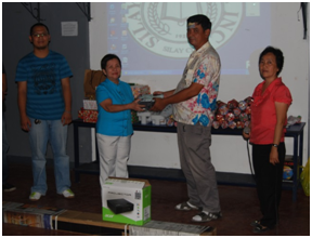 College-PTA-donates-LCD-Projector
